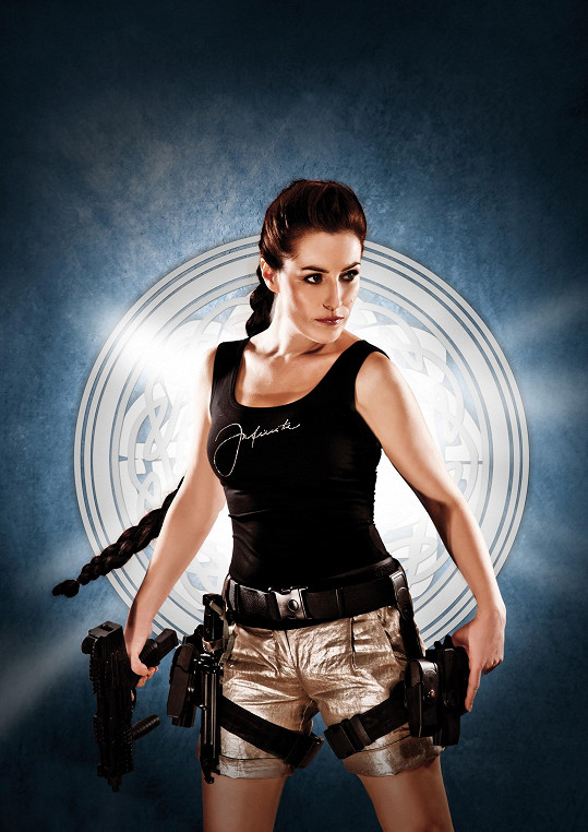 Jako filmová hrdinka Lara Croft je Soňa hodně sexy.