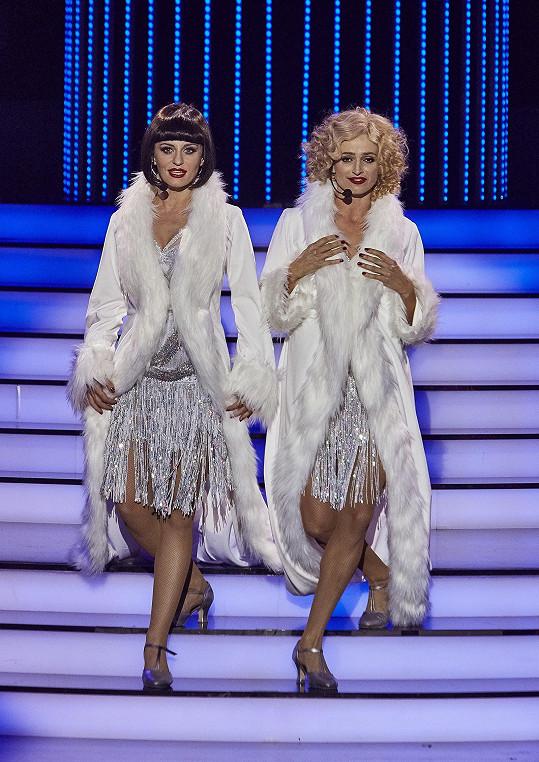 Markéta Procházková a Ivana Jirešová předvedly vystoupení z muzikálu Chicago. Markéta byla za Catherine Zetu-Jones, Ivana jako Renée Zellweger.