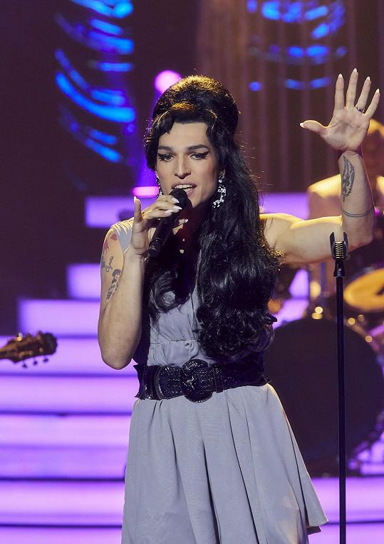 Jordan Haj jako Amy Winehouse