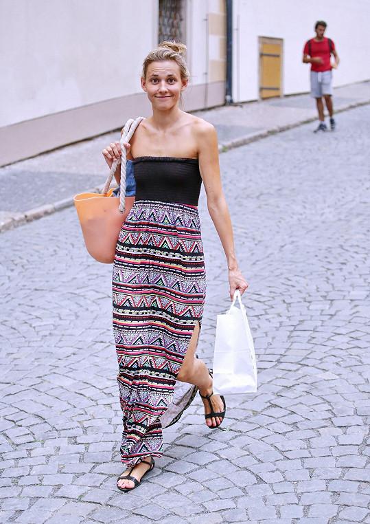 Šárka Vaculíková si vykračovala po ulici bez make-upu.