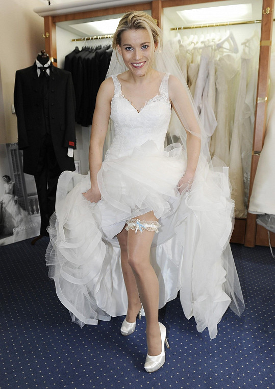 Michaela Gemrotová si na svoji svatbu bude muset ještě nějaký ten pátek počkat.