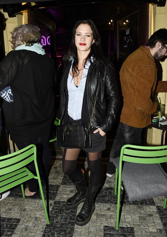 V klipu Petrovi hrála Kristýna Leichtová.