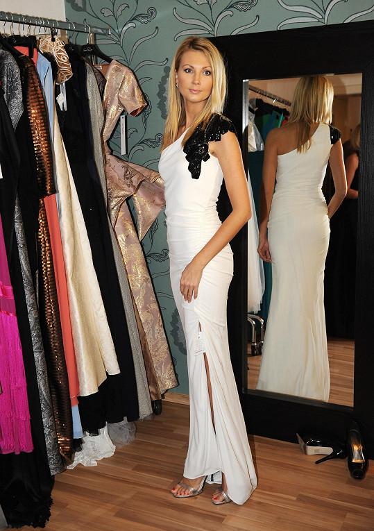 Sandra vybírala šaty na Ples v Opeře v Soline.