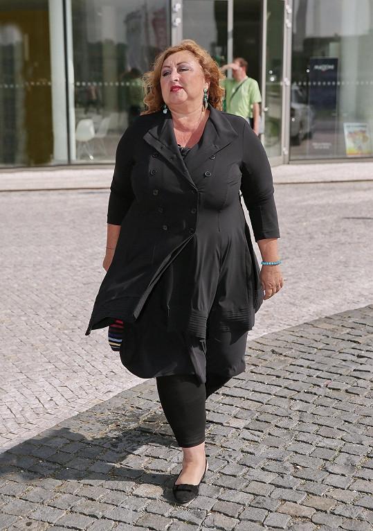 Halina Pawlowská se na zlínském festivalu potila v černých šatech.