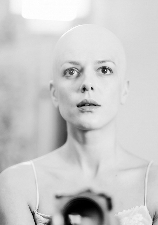 Andrea Kerestešová namaskovaná bez vlasů