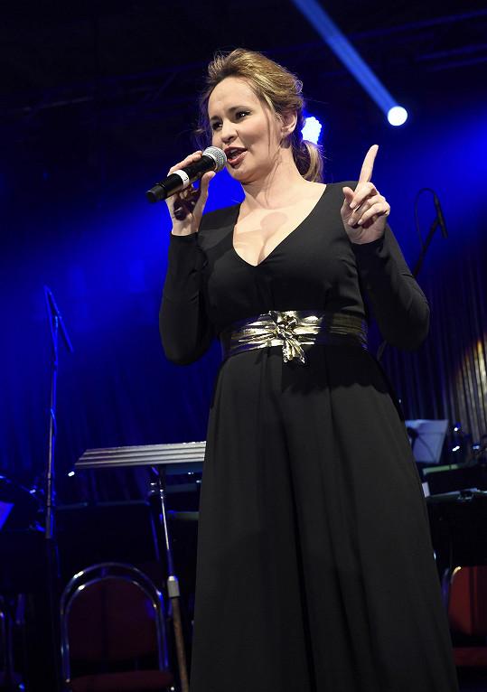 Už podruhé v týdnu zpívala na Žofínu Monika Absolonová.
