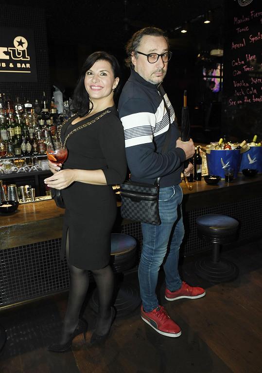 S kolegou Marianem Vojtkem na narozeninách baru