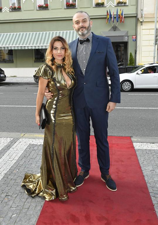 Eva si po roce vyrazila s manželem Reném.