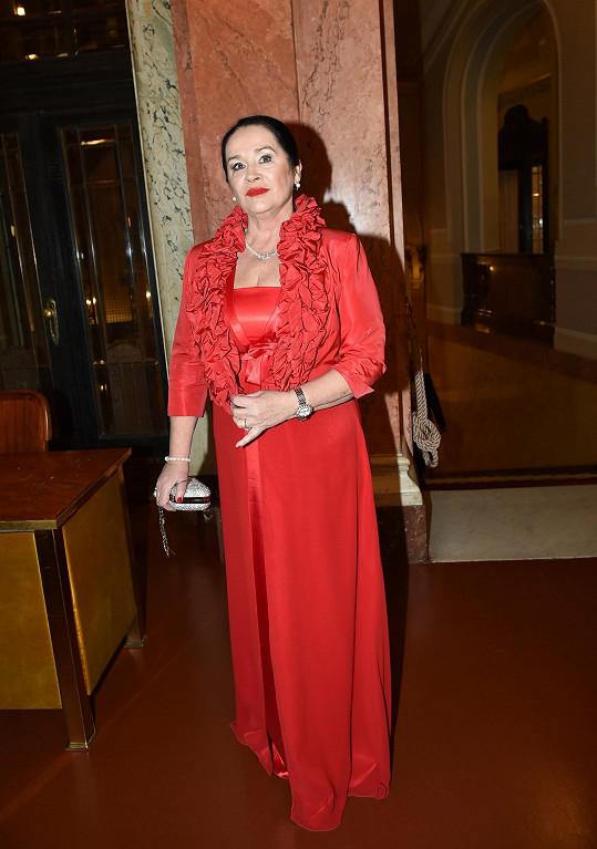 Červenou barvu zvolila i herečka Hana Gregorová.