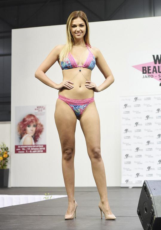 Lucie Kovandová předvádí plavky a prádlo hodně často.