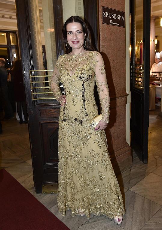 Michaela Jílková zvolila šaty Alice Abraham.
