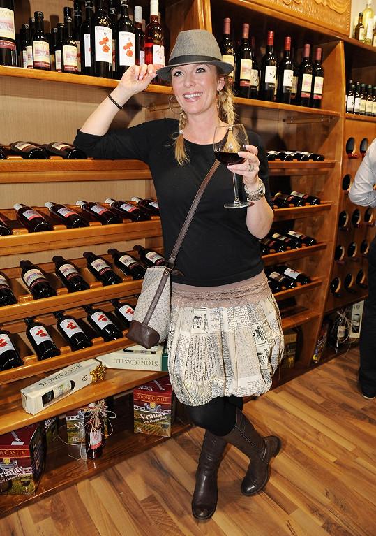 Lucka má víno velmi ráda...