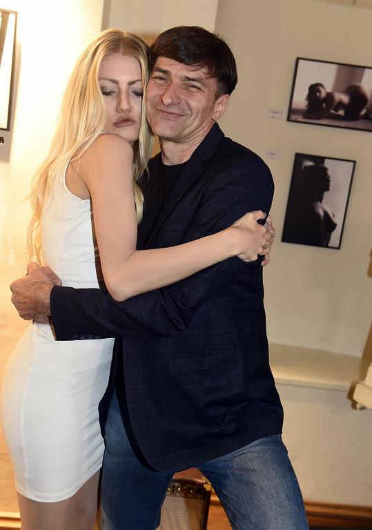 Zdeněk je s Veronikou šťastný.