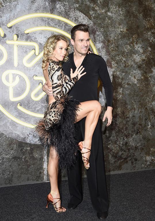 Tanečnice Katarína Štumpfová Mareše pořádně vycepovala.