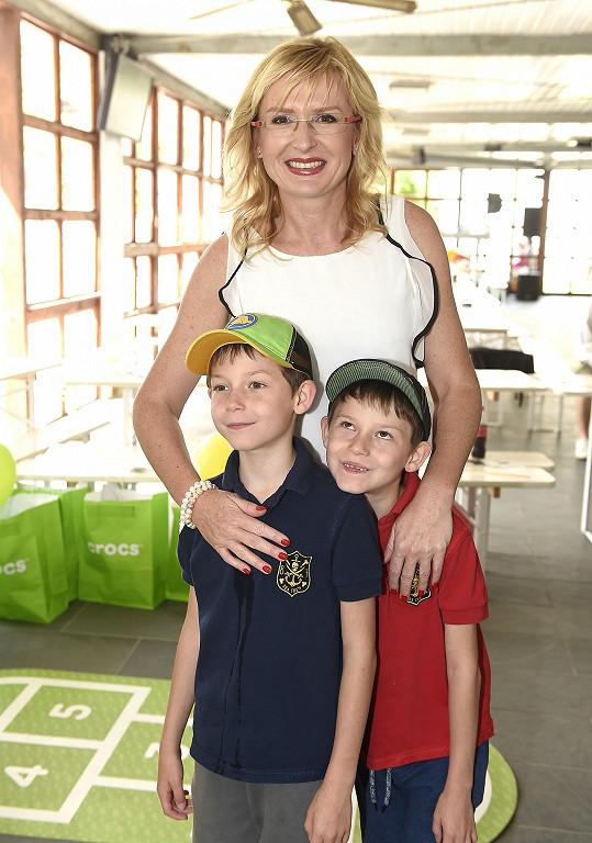 Štěpánka Duchková a její dvojčata Jan a Adam