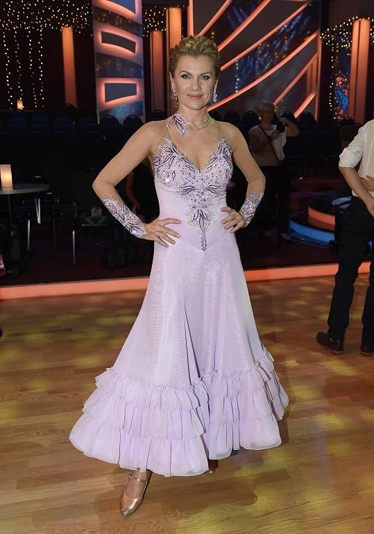 V růžových šatech zpěvačka vypadala jako princezna.