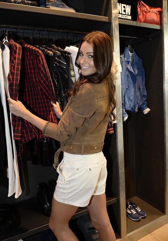 Česká Miss 2015 nosí mnohem víc tenisky než boty na podpatku.