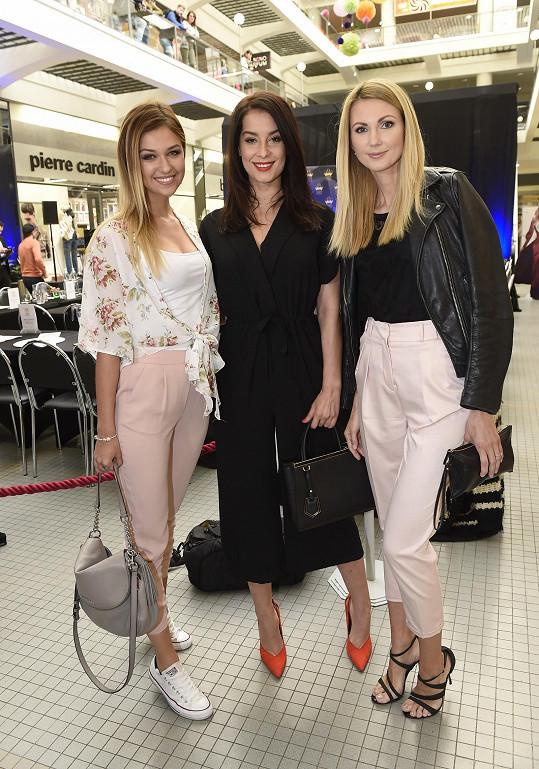 Ráda se na castingu Miss Czech Republic viděla s kamarádkami Lucií Kovandovou a Sandrou Parmovou.