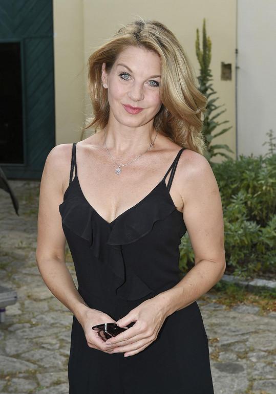 Herečka bude hlavní tváří nového seriálu Sestřičky Modrý kód.