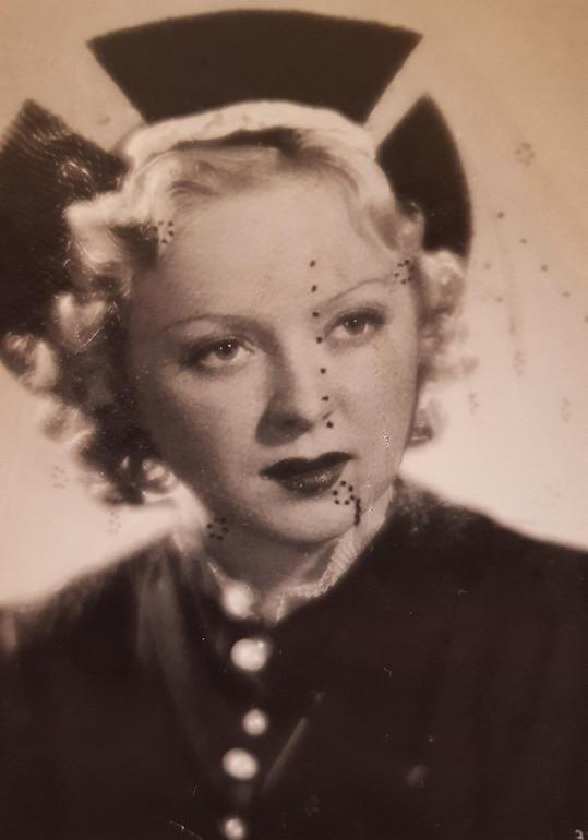 Věra Ferbasová. Komička, která šla ve druhé polovině třicátých let z jedné hlavní role do druhé.