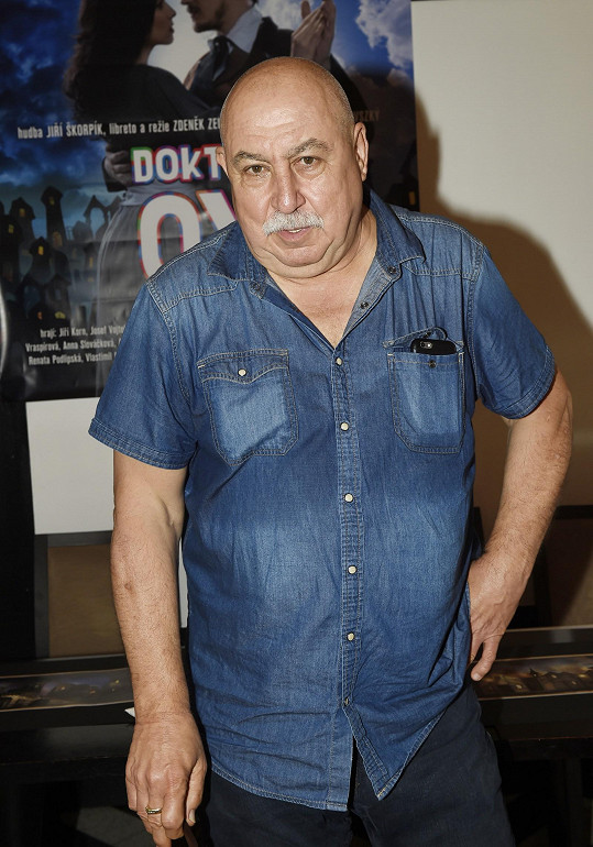 Herec je z nedůstojného odchodu režiséra smutný.