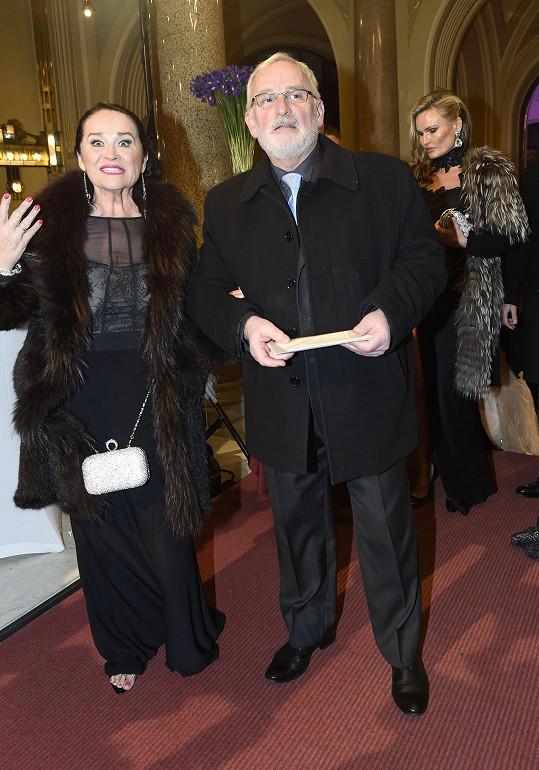 Hanu Gregorovou doprovodil Miloslav Mejzlík na Česko-Slovenský ples.