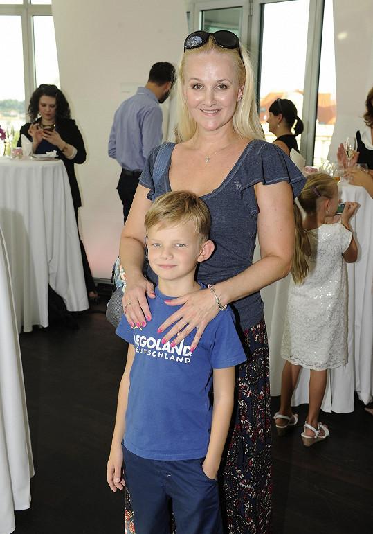 Linda Finková se synem Matyášem
