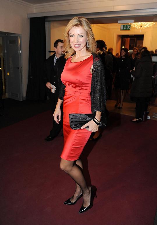 Kateřina Brožová se oblékla do upířích barev.