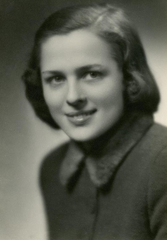 Vlasta Matulová v roce 1940 ještě jako čekatelka na hereckou slávu.