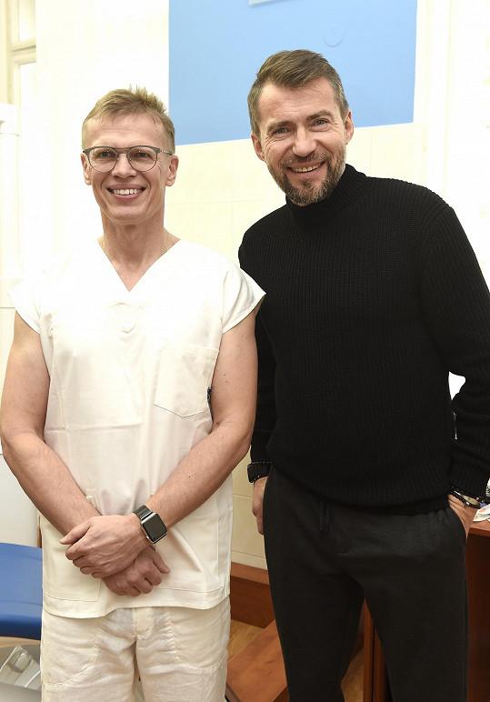 Bořek se svým zubařem Pavlem Krejzlíkem, se kterým nyní řeší především zubní implantáty.