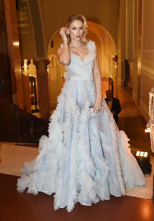 Vypadala jako něžná princezna včetně diamantů za 3,5 miliónu.