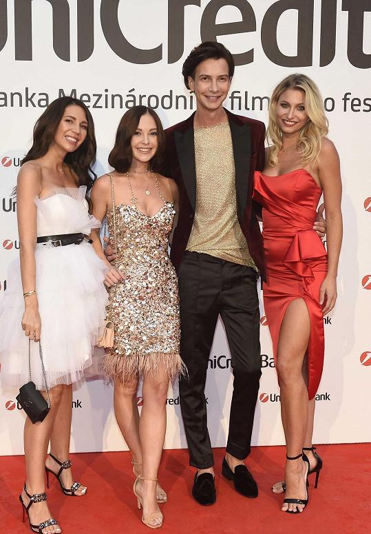 Dorazili ve čtyřech se stylistkou Simonou Pechalovou a modelkou Klárou Rychtaříkovou.