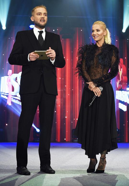 S Liborem Boučkem uváděla soutěž Miss Hasička.