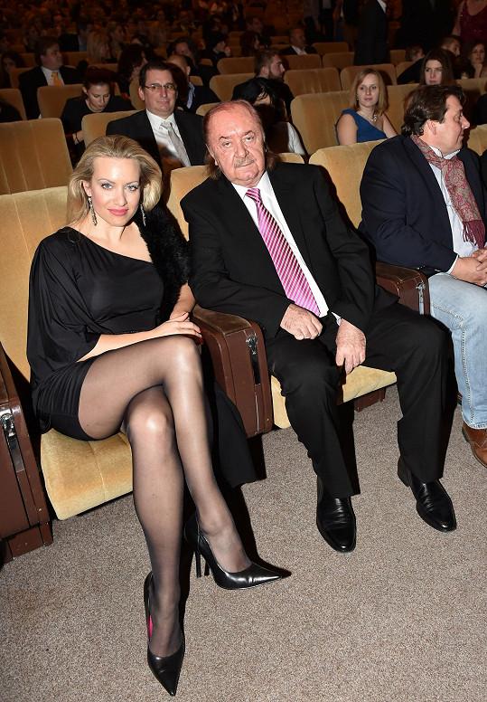 Producent František Janeček (na snímku s partnerkou Terezou Mátlovou) má důvod tvářit se spokojeně.