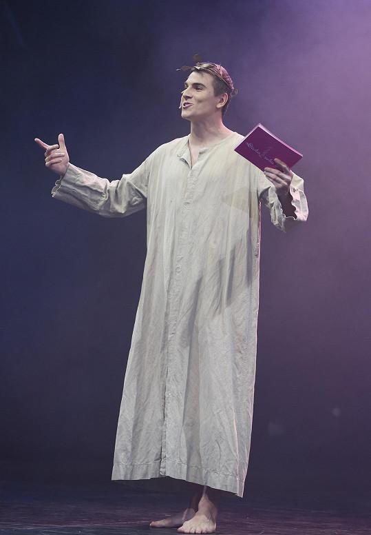 Na úvod oblékl model inspirovaný řeckým vládcem bohů Diem.