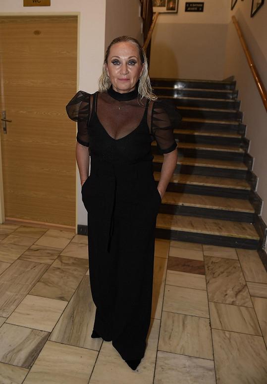 Bára v modelu, v němž vystupovala na finále Muže roku.