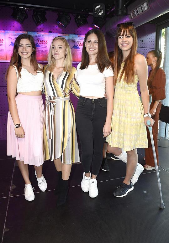 S kolegyněmi na tiskové konferenci k muzikálu Láska nebeská