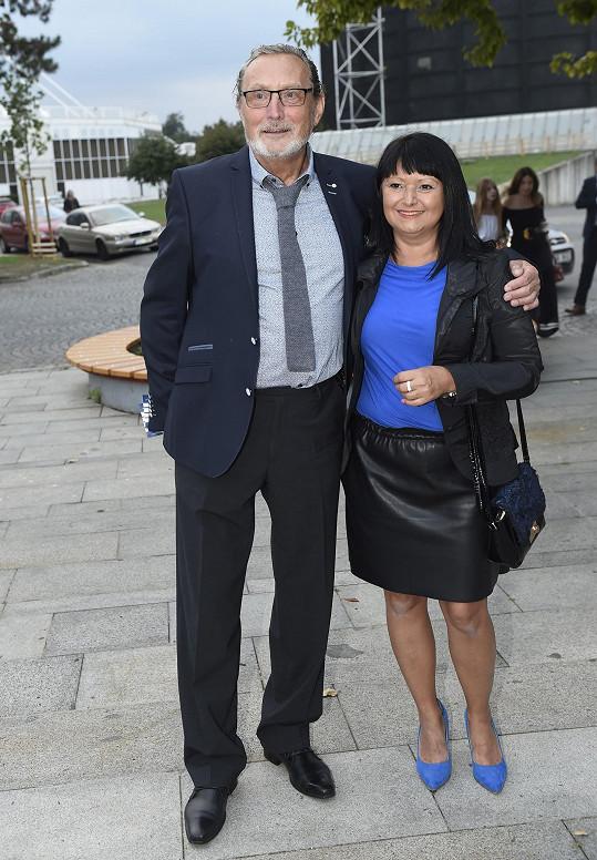 Ladislav Frej s partnerkou - tady je všechno špatně.