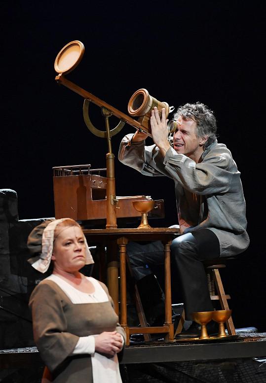 Zpěvák po letech opět hraje astronoma Galilea.