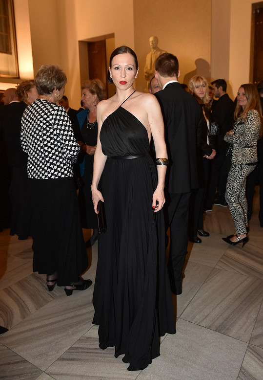 Charizmatická herečka Zuzana Stivínová oblékla šaty na finále Elite Model Look.