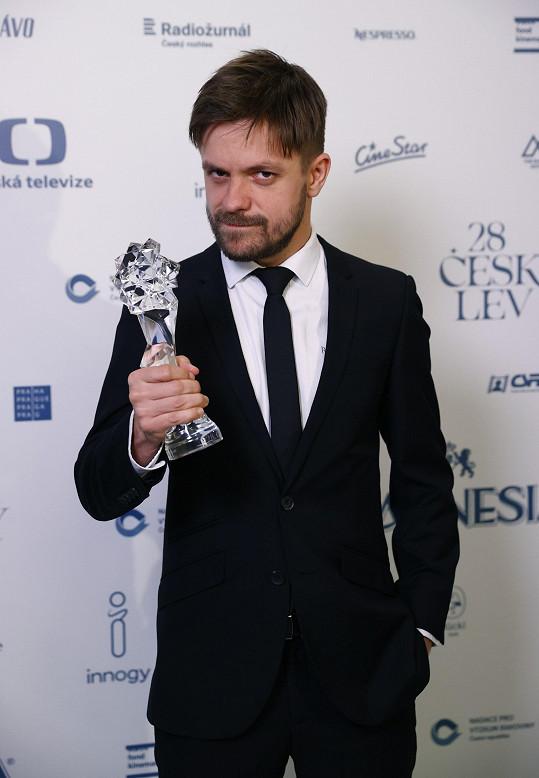 Český let 2021 – Jiří Mádl obdržel ocenění za vedlejší roli ve filmu Modelář.