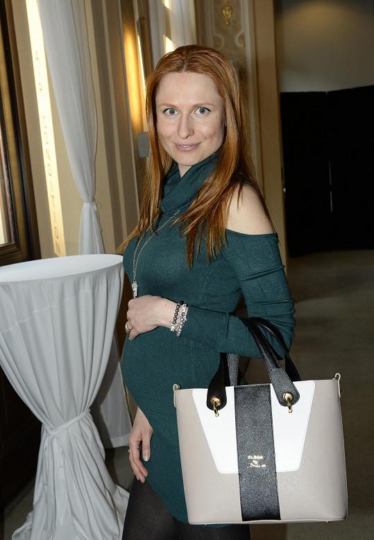 Romana Pavelková je těhotná, takže už předvádí jen málokdy.