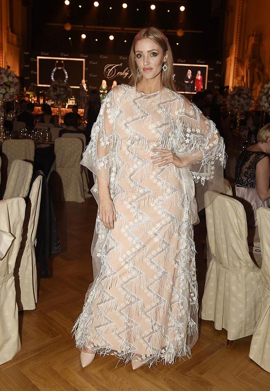 Půl roku vdanou modelku Kateřinu Lébr, dříve Šonkovou, oblékl Luděk Hanák.