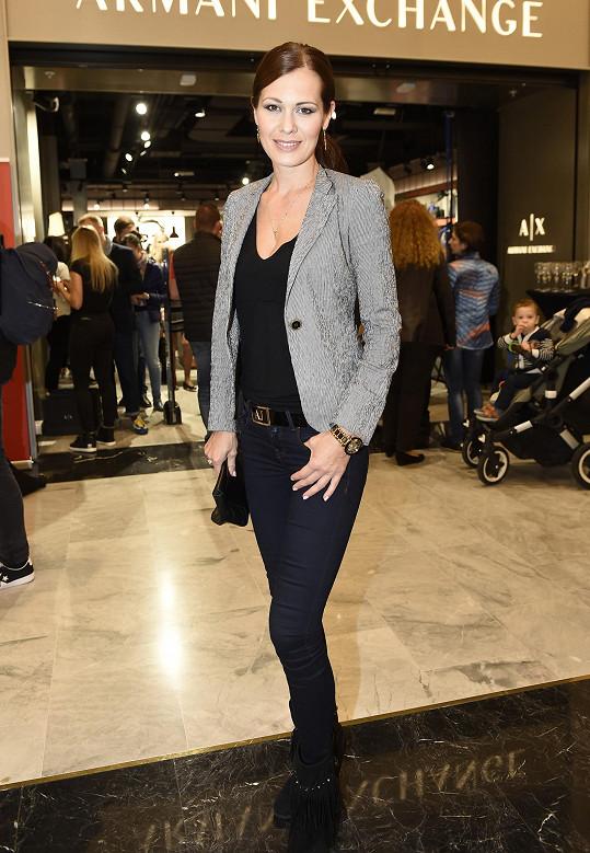 Objevila se na otevření obchodu návrháře Giorgia Armaniho.