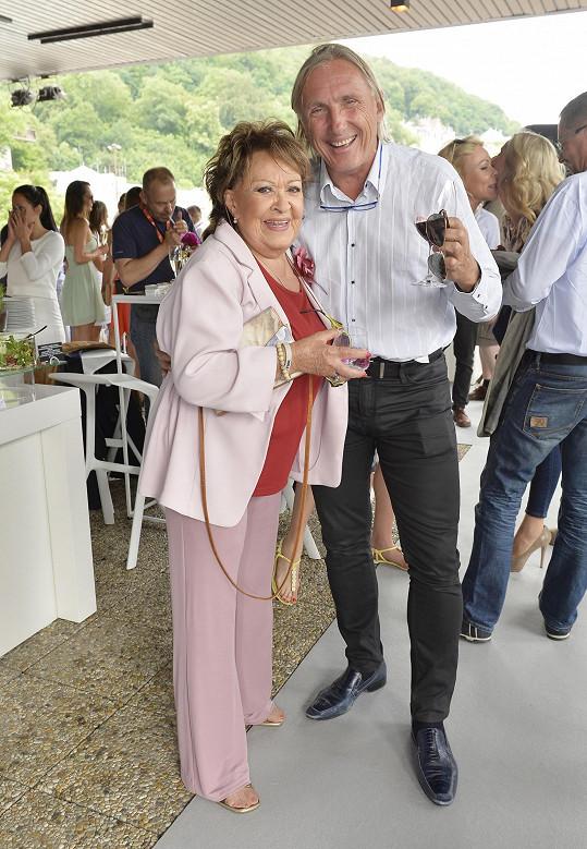 Jiřina Bohdalová se sešla se synovcem zesnulého kamarád Pavla Landovského, Pavlem Slabým, který tuhle párty pořádal.
