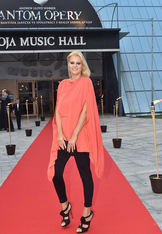 Ornella Štiková zvolila krásný outfit, který lichotil její postavě.