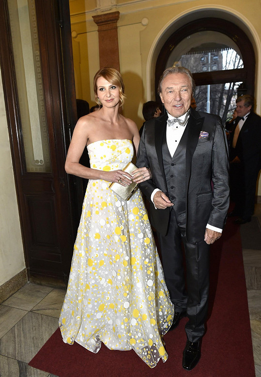 Karel Gott s manželkou Ivanou na slavostním večeru.