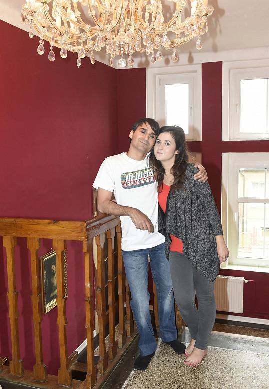 Radek a Veronika jsou v domě šťastní.