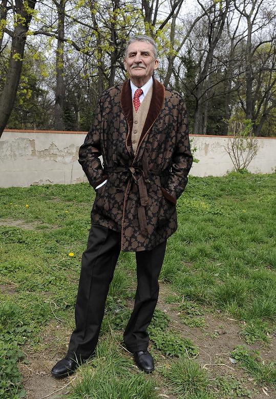 Známý slovenský herec Martin Huba v roli Karla Babky, otce Lídy Baarové