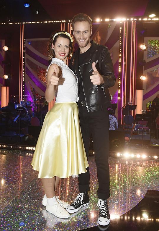 Jakub Vágner a tanečnice Michaela Nováková rozdávali během sobotního večera úsměvy. Zatančili si jive a pak společně s ostatními rock´n´roll.